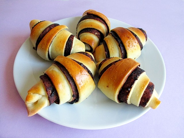 Chocolate bilberry crescents