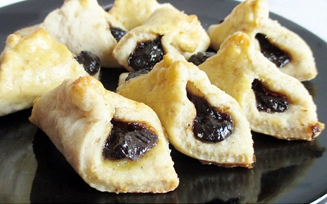 Plum jam biscuits - crackling dough