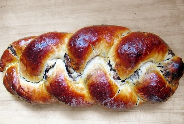 Chocolate-hazelnut sweet braided bread | zserbo.com