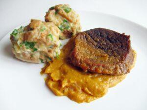 Hunter style beef with bread roll dumplings / Vadas marha zsemlegombóccal