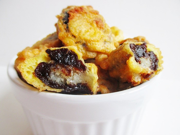 Lakatosinas - Marzipan filled prunes in pancake batter