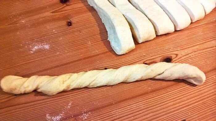 Csotros kalács - twisting strips