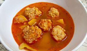 Csorba soup with meatballs