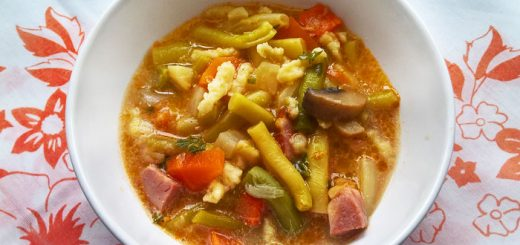 Wax bean soup with ham and shredded noodles