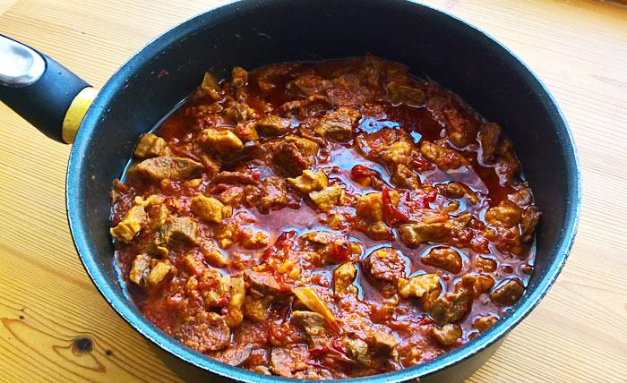 Hortobágy pork stew with sausage