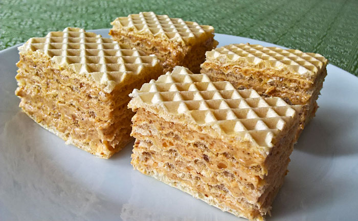 Wafers with walnut brittle cream